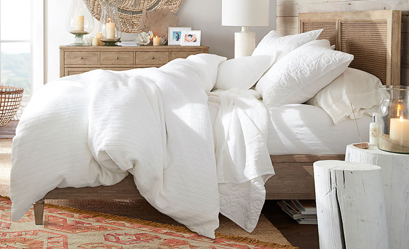 Pros And Cons Of White Bedding, What Color Curtains Go With White Bedding