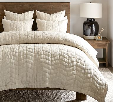 Blue Willow Linen/Cotton Twill Handcrafted Quilt, Full/Queen